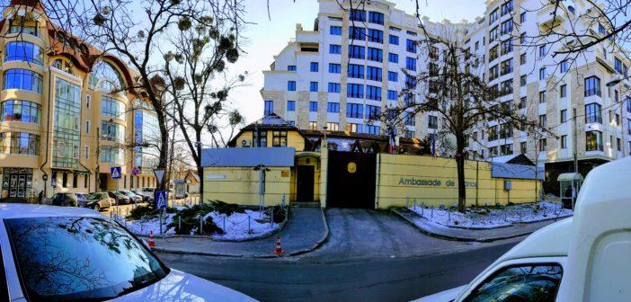 Obrazul gros al diplomației moldave sau cum a rezistat Ambasada Franței de la Chișinău unui șantier de construcție